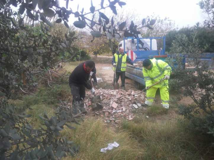 Fotografía publicada por el alcalde Comes de la limpieza en el Parque Natural tras las quejas